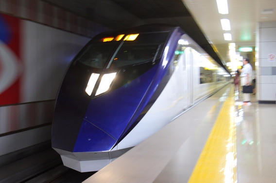 成田空港に到着するスカイライナー