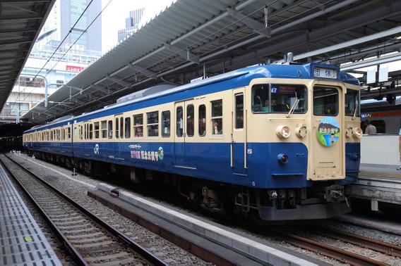新宿駅に停車する115系3連『さだまさし3776』号