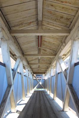 屋代駅の木造連絡通路