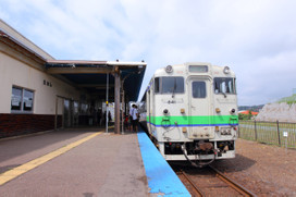 江差駅停車中のキハ40