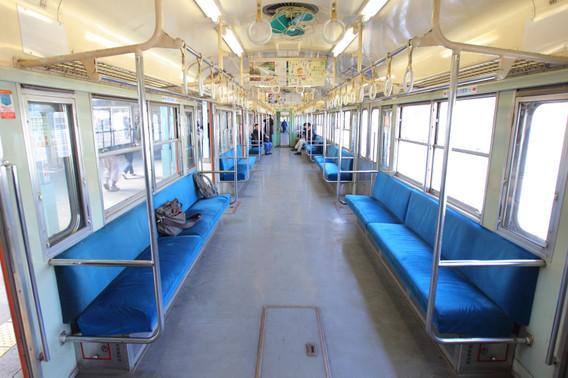 秩父鉄道デハ1103(旧国鉄101系) 非冷房車 車内