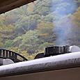 023 吹き上げる排気煙