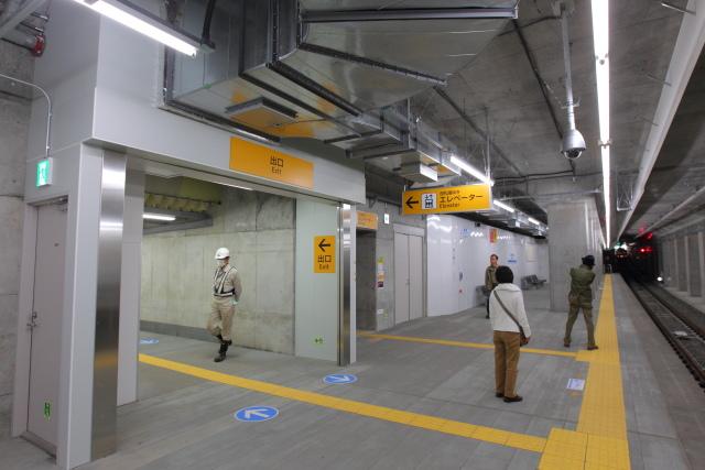 029 出口階段とエレベーター